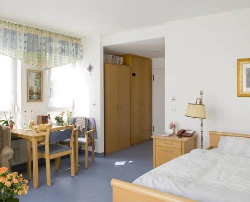 Zimmer der Stationären Pflege im Wohnpark am Weiher Diakonie Leutershausen